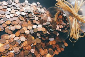 מטבעות שנשפכו מצנצנת